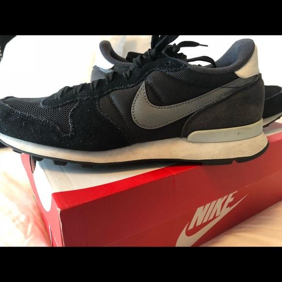 cost charm professional sale wholesale price Women's Nike Internationalist Black/Gray Size 10